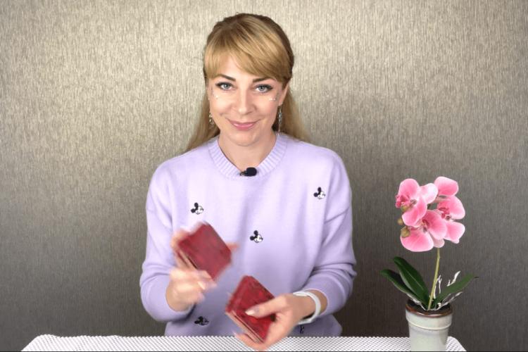 , Что ждет Украину в октябре 2021: прогноз таро Анны Ефремовой